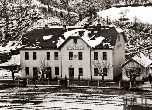 Zeljeznicka stanica Mesici